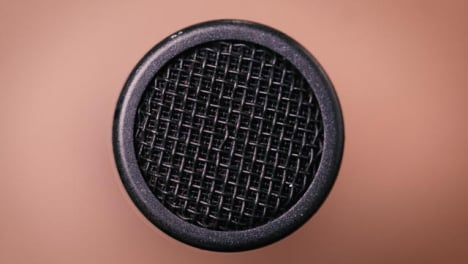 Panning-Extreme-Close-Up-Shotgun-Microphone