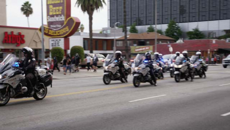 Hollywood-Pan-of-Policía-Motorbike-Convoy-During-Protests