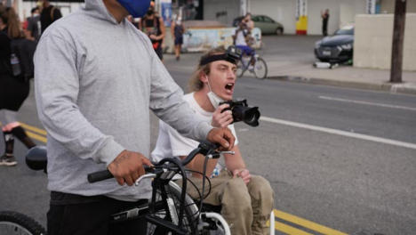 Hollywood-Protester-in-Wheelchair-Shouting-at-Policía-During-Protest
