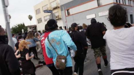 Hollywood-Protesters-Running-Away-from-Policía
