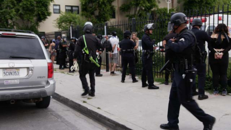 Hollywood-Policer-Officers-Moving-Away-From-Zip-Tied-Protesters