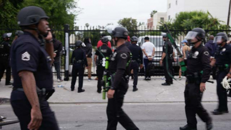 Hollywood-Armed-Policía-Officers-Watching-Arrested-Protesters
