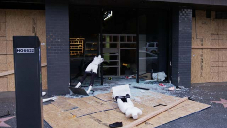 Hollywood-Smashed-Window-of-Looted-Store