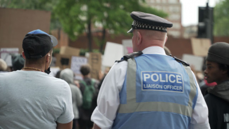 A-Police-Officer-Converses-with-a-BLM-Protestor-in-London