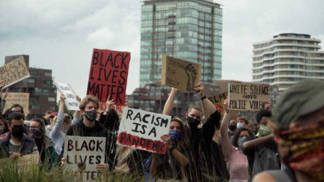 London-BLM-Protestors-Holding-Anti-Racism-Signs-and-Clapping-