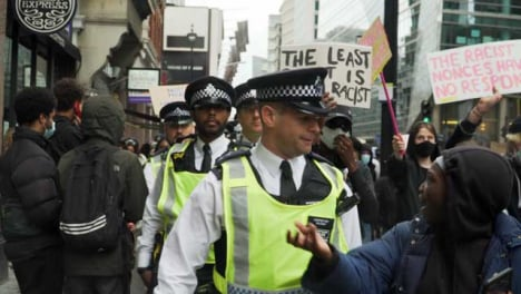 London-Protester-Talking-to-Policía-Officer-During-March