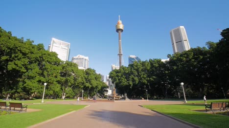 Cyclists-Pass-Sydney-Hyde-Park-Fountain-