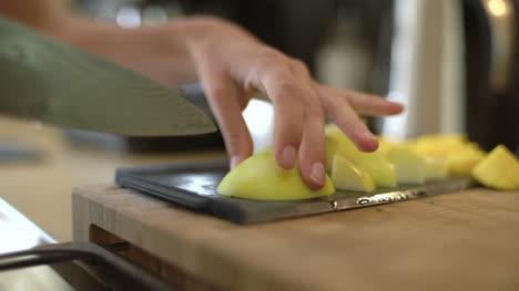Close-Up-of-Female-Hands-Slicing-Green-Apple-