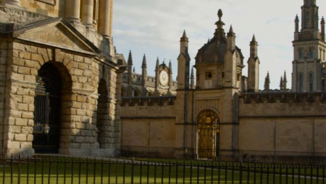 Panning-Shot-of-Radcliffe-Camera-at-University-of-Oxford-Grounds