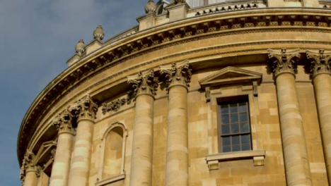Panning-Shot-of-the-Radcliffe-Camera-Building-at-University-of-Oxford