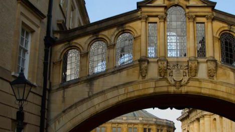 Panning-Shot-of-Hertford-College-Bridge-of-Sighs-and-Sheldonian-Theatre-In-Oxford