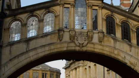 Tracking-Shot-of-Hertford-College-Bridge-of-Sighs-In-Oxford