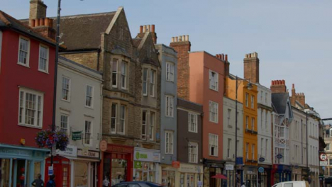 Panning-Shot-of-Broad-Street-In-Oxford-England