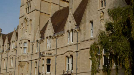 Tracking-Shot-of-Buildings-at-Balliol-College-Oxford-