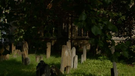 Tracking-Shot-of-Saint-Mary-Magdalen-Church-Graveyard-In-Oxford