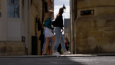Defocused-Shot-of-Pedestrians-and-Traffic-On-High-Street-In-Oxford-02