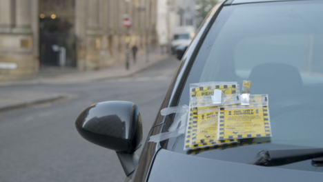 Close-Up-Shot-of-Parking-Tickets-On-Car