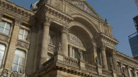 Panning-Shot-of-Exterior-of-Birmingham-Museum-and-Art-Gallery