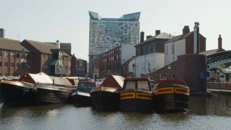 Wide-Shot-of-Canal-Boats-Moored-In-a-Birmingham-Canal-