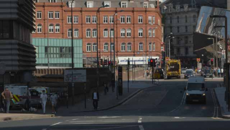 Long-Shot-of-Busy-Birmingham-City-Centre-Streets