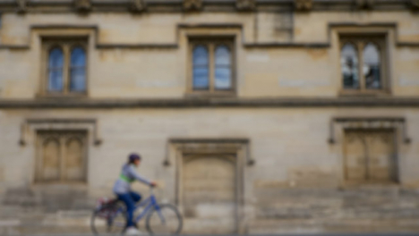 Defocused-Shot-of-Traffic-and-People-Travelling-Down-High-Street-In-Oxford-04