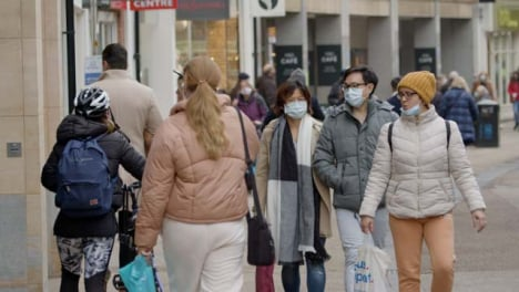 Long-Shot-of-People-Wearing-Face-Masks-Walking-Down-Busy-Street-In-Oxford-England