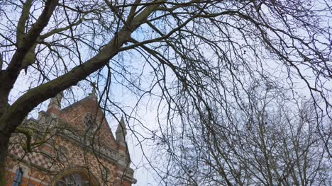 Handheld-Panning-Shot-Looking-Up-at-Beecroft-Building-In-Oxford-