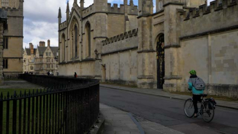 Panning-Shot-from-Radcliffe-Camera-Building-to-Cyclist-
