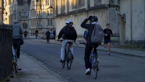Handheld-Shot-of-Cyclists-and-Pedestrians-In-Radcliffe-Square