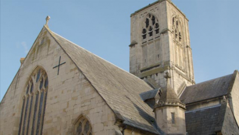 Tracking-Shot-of-St-Mary-de-Crypt-Church