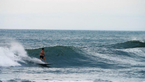 Handheld-Long-Shot-of-Surfer-Riding-a-Wave-