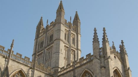 Tracking-Shot-Looking-Up-at-Bath-Abbey-