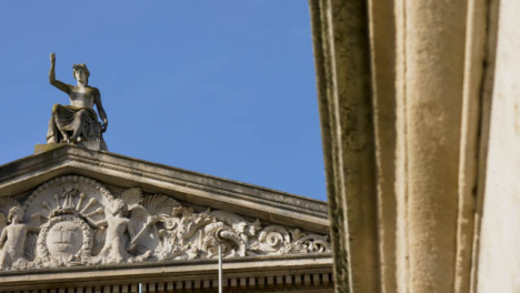 Panning-Shot-of-Apollo-Statue-On-Roof-of-Ashmolean-Museum-