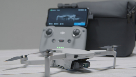 Pull-Focus-Shot-from-DJI-Mini-2-Drone-to-Controller-Sitting-On-Table