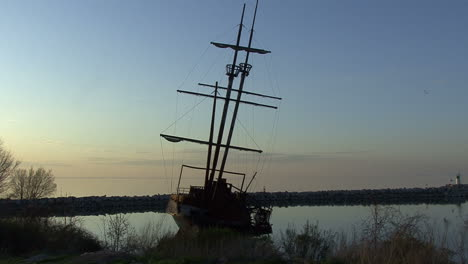 Ontario-Canada-wrecked-ship-after-sunset