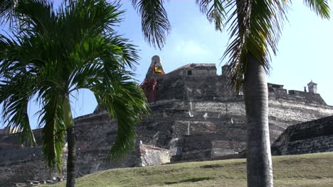 Cartagena-Colombia-Fort-with-palm-trees-pan