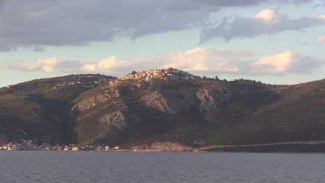 Greece-town-on-the-heights-of-an-Aegean-Island