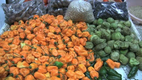 Mexico-peppers-in-market