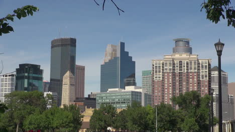Minneapolis-Minnesota-downtown-with-skyscrapers