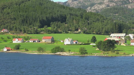 Stavanger-Norway-Hogsfjordens-houses-zoom-out