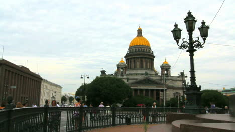 St-Petersburg-Russia-St-Issacs-church-and-lamppost