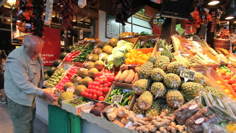 Madrid-Spain-market-with-man-and-fruit
