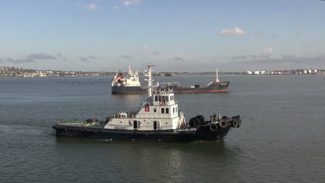 Uruguay-Montevideo-pilot-boat-and-ship