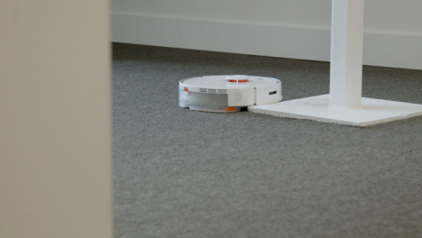 Long-Shot-of-Automatic-Robotic-Vacuum-Cleaner-Cleaning-Carpet