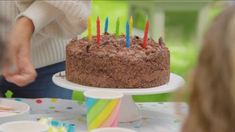 Pull-Focus-Shot-from-Child-Birthday-Party-Guest-to-Birthday-Cake
