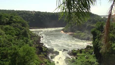 Iguazu-Argentina-boat-moves-up-river