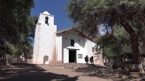 Iglesia-De-Purmamarca-Argentina-Con-Gente