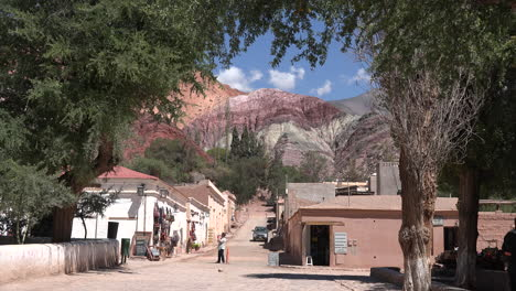 Argentina-Purmamarca-hill-of-seven-colors-up-street