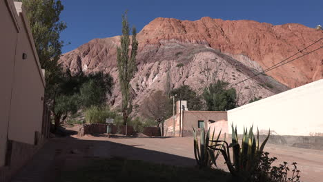 Argentina-Purmamarca-maguey-and-hill-of-seven-colors