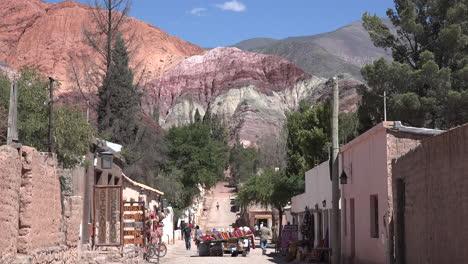 Argentina-Purmamarca-Cerro-De-Los-Siete-Colores